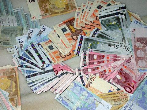 Dinero-billetes-y-monedas-euro